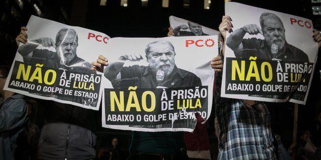 Após a condenação do ex-presidente Lula pelo juiz Sério Moro, manifestantes tomaram a Avenida Paulista,...