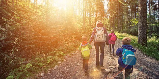 Quando estiver passeando com crianças, tente apenas brincar, se divertir e deixar memórias de grandes