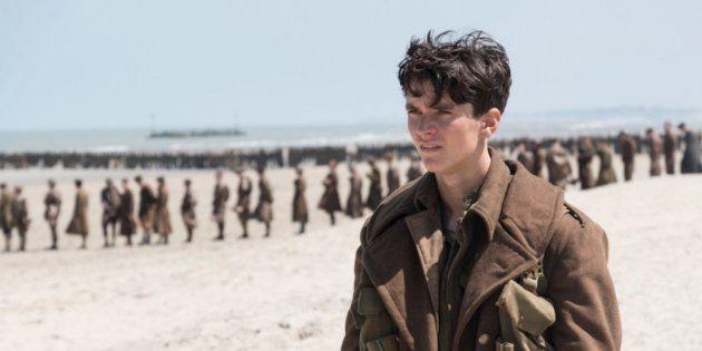 O estreante Fionn Whitehead, de apenas 20 anos, é Tommy, o