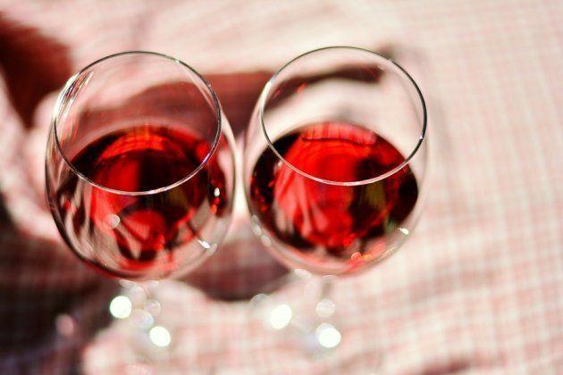 Vai abrir um vinho? Veja 5 dicas para apreciá-lo ainda