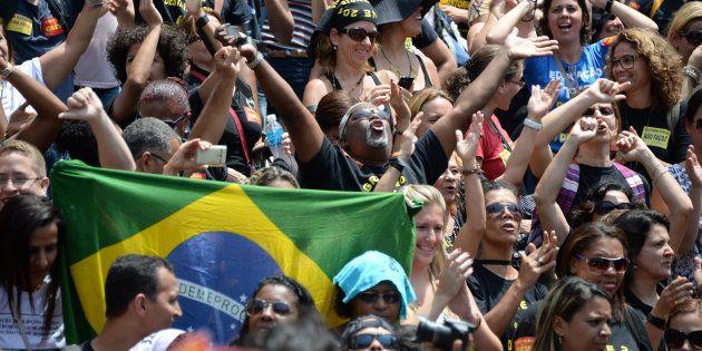 Um programa à esquerda para tirar o Brasil da
