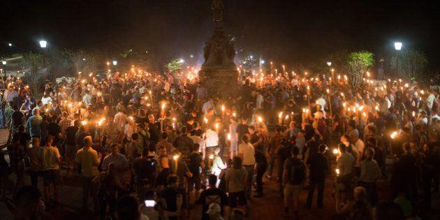 Centenas de nazistas, supremacistas brancos e outros grupos de direita e extrema direita se encontraram...