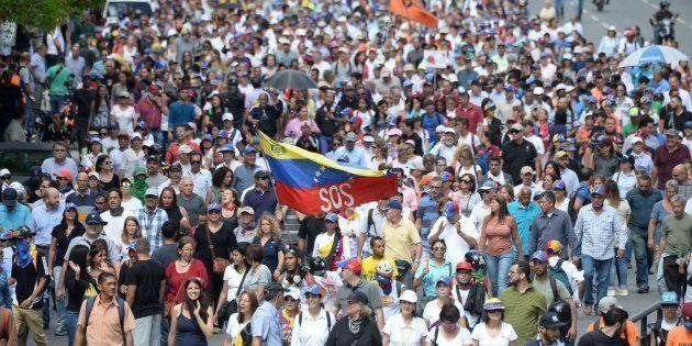 Mergulhada no caos, a Venezuela pode receber intervenção militar dos Estados