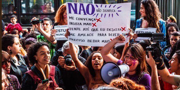 O movimento feminino vem se fortalecido, e as mulheres, denunciando cada vez