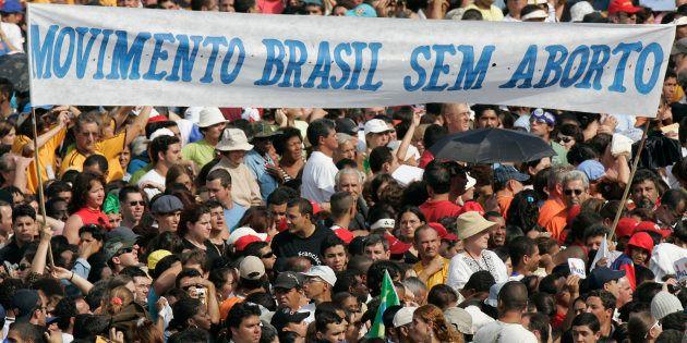 O avanço da agenda fundamentalista no Brasil não vem isolado. Ecoa pautas de grupos extremistas em outros...