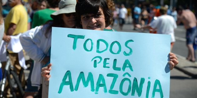 ONG Greenpeace faz ato na praia de Ipanema contra medida que acaba com a Reserva Nacional de Cobre e...