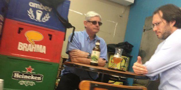 De óculos escuros, Rodrigo Janot tomou cerveja artesanal com Pierpaolo