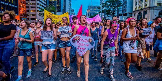 Aqui se realiza uma luta que reconhece que o aborto existe e acontece na vida das brasileiras e que a...
