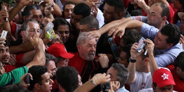 Lula durante sua caravana pelo