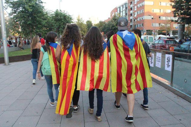 Como brasileiros que vivem na Catalunha enxergam o referendo pela