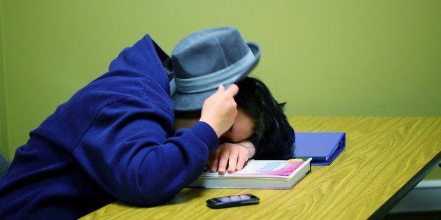 Vejo alunos inteligentes e responsáveis faltando aulas por vários motivos: cansaço, tédio, descrença,