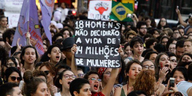 Mulheres protestaram contra a PEC em diversas cidades do