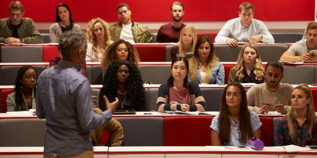 Nem os professores negligentes, que abdicam de suas responsabilidades, nem os autoritários, que sentem...