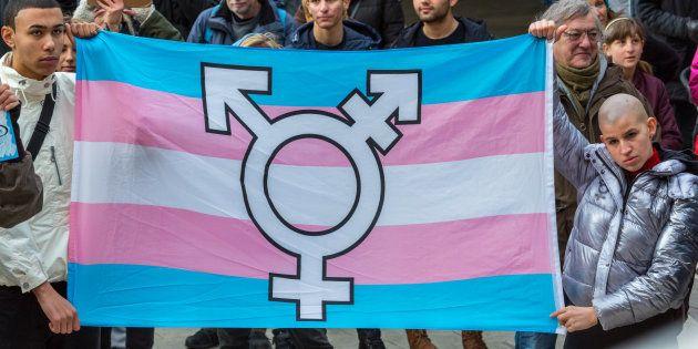 O número de mortes por motivo de transfobia no Brasil, de janeiro de 2008 e julho de 2016, foi de 868....