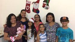 Vizinhos se reúnem para celebrar a noite de Natal, em São