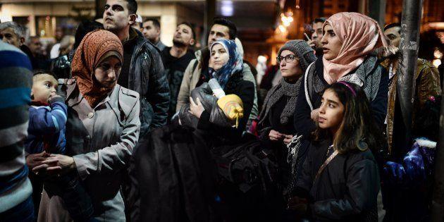 A oposição à entrada de migrantes muçulmanos tende a ser maior entre os entrevistados aposentados e mais