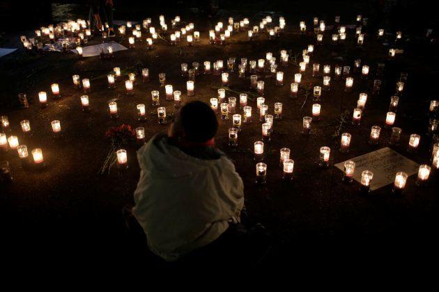 Velas foram acesas em homenagem as crianças mortas na