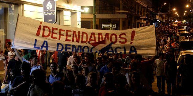 O confronto começou na noite desta sexta-feira (31) em frente à sede do legislativo e as unidades de...