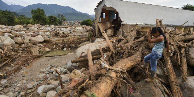 Avalanche de água e pedras causada pelo transbordamento de três rios destruiu vários bairros da cidadecolombiana...