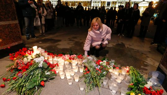 As imagens da tensão e do luto após a morte de 10 pessoas em atentado na