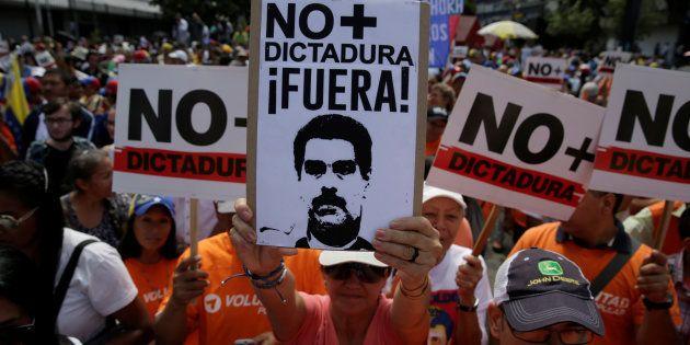 Na Venezuela, a oposição vem ganhando apoio popular e as ruas da capital Caracas são palcos de diversas...