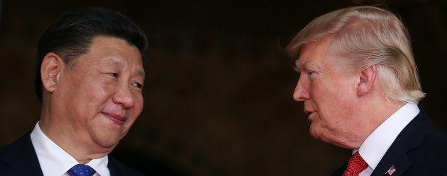 O presidente dos EUA, Donald Trump, recebe o presidente chinês Xi Jinping em Palm Beach, na Flórida,...
