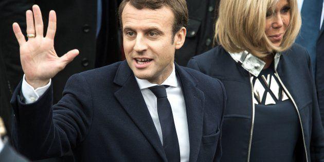 O jornal francófonoLe Soirindica em sua edição digital que Macron venceria com grande vantagem sua...