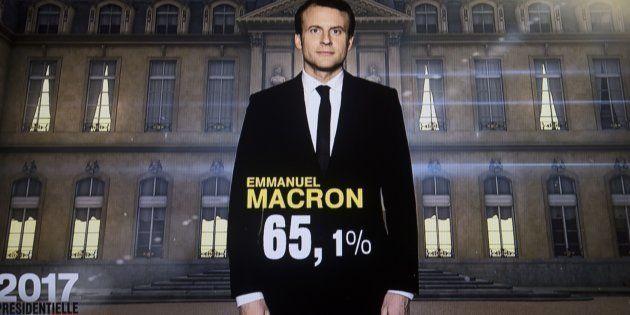 Uma foto tirada neste domingo, 7 de maio, enquanto as emissoras francesas computavam os