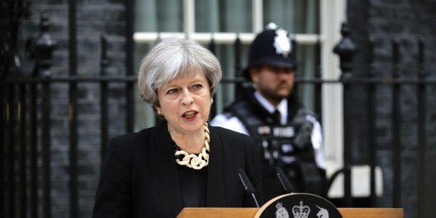Primeira-ministra fez um discurso forte na manhã deste domingo (4), horas depois dos novos ataques terroristas...