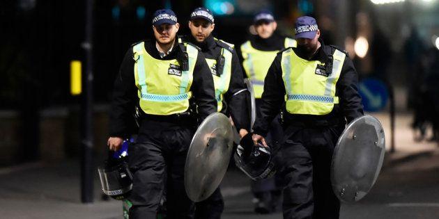 Policiais depois do ataque na London Bridge, em 4 de junho de