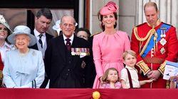 Esta talvez seja a foto mais fofa já vista em uma comemoração do aniversário da Rainha