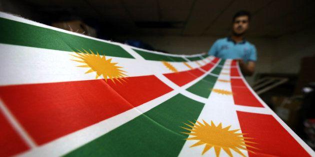 Iraquiano imprime bandeira do