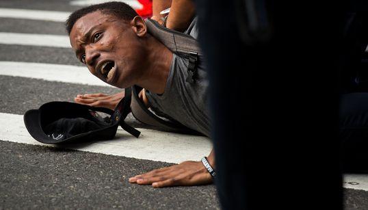Charlottesville: As imagens que escancaram o discurso de ódio latente em