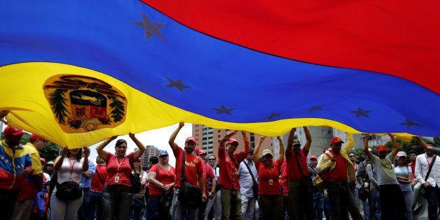 Constituinte de Maduro assume poderes do parlamento na