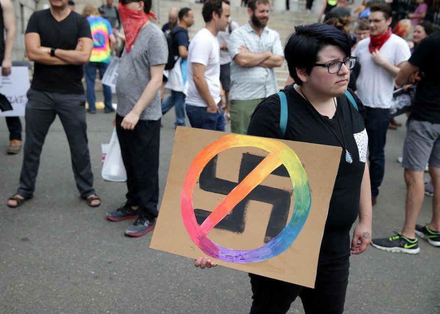 Marcha contra racismo esmaga protesto pela liberdade de expressão em
