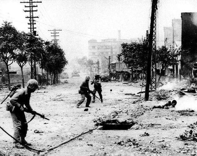 Soldados americanos em uma batalha para a libertação de Seul, em setembro de