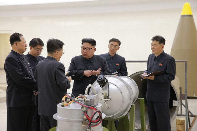 Kim Jong-un com sua suposta bomba