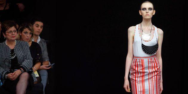 De acordo com o documento, todas as modelos contratadas terão que vestir acima do tamanho 32 na França,...