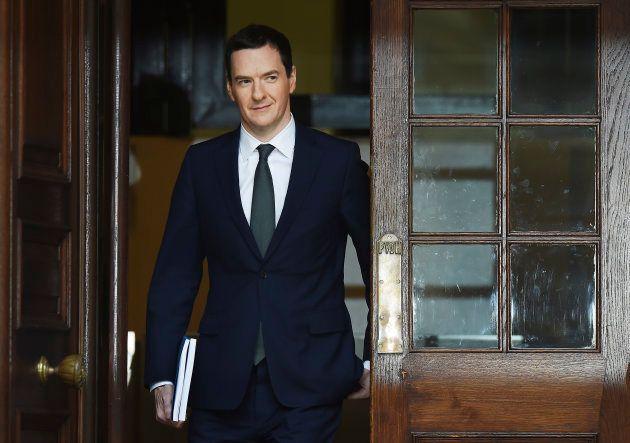 O ex-secretário do Tesouro George Osborne a caminho do parlamento para apresentar a Declaração de Outono,...