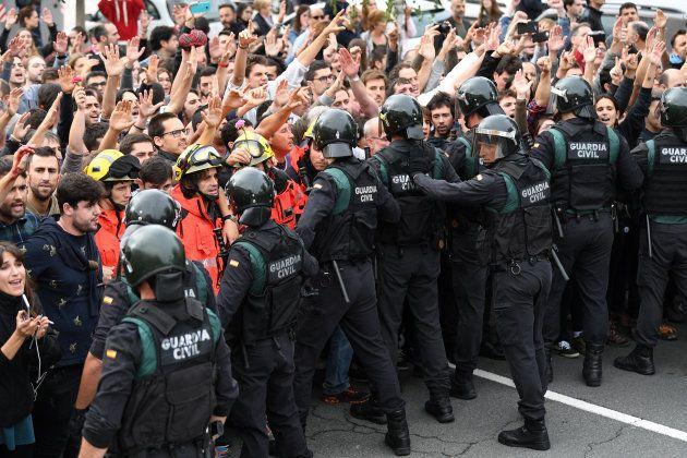 Espanha usa a força para conter plebiscito na