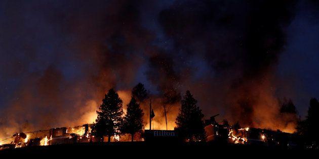 As chamas também atingem os condados de Napa e Sonoma, no coração da região produtora de vinhos da