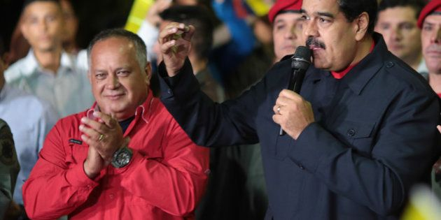 Os partidos opositores, aglutinados na Mesa de Unidade Democrática (MUD), apostavam nessa votação para...