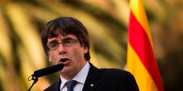 O governo da Espanha decidiu aplicar a Constituição depois de Puigdemont ter alertado na quinta-feira...