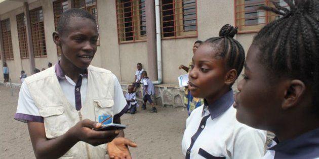 No mundo, um em cada três jovens de até 18 anos não tem acesso online, o que totaliza346 milhões de...