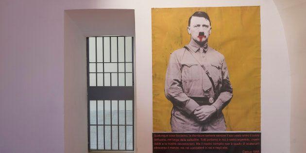 Obra do artista Paolo Leonardo remete a Hitler e está em exibição permanente dentro de Castiglia em Saluzzo,...