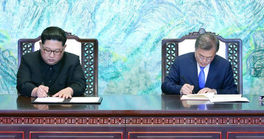 PANMUNJOM, April 27, 2018 -- South Korean President Moon Jae-in (R) and Kim Jong Un, top leader of the...