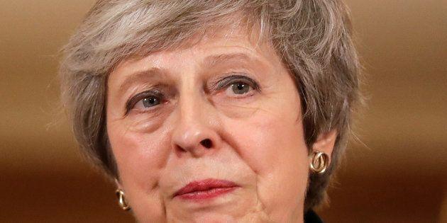 Theresa May viu vários ministros renunciarem após anunciar esboço do acordo do