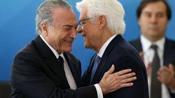 Moreira Franco permanece ministro e com foro privilegiado, decide Celso de