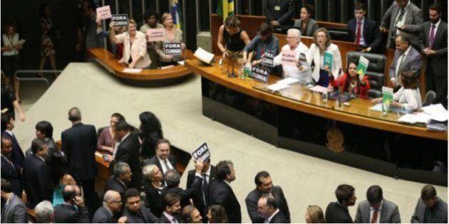 """Os partidos políticos devem """"promover e difundir a participação política"""