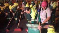 Saudado como 'presidente', Doria comanda bloco de limpeza do Carnaval de